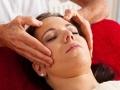 Entspannung, Ruhe und Wohlbefinden durch eine Massage. Kopfmassage